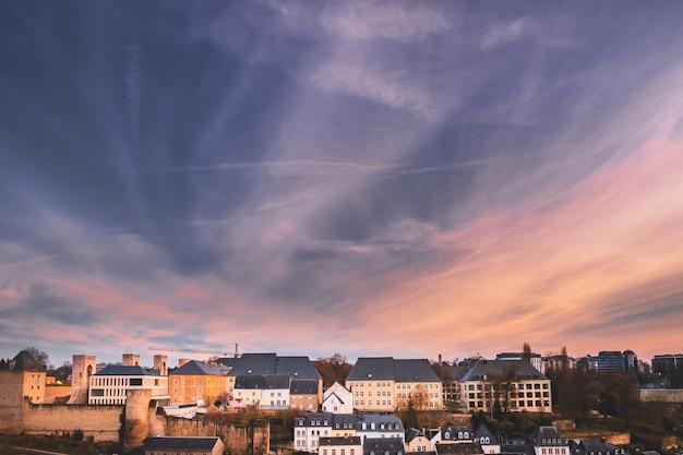 Typische dächer in der stadt luxemburg