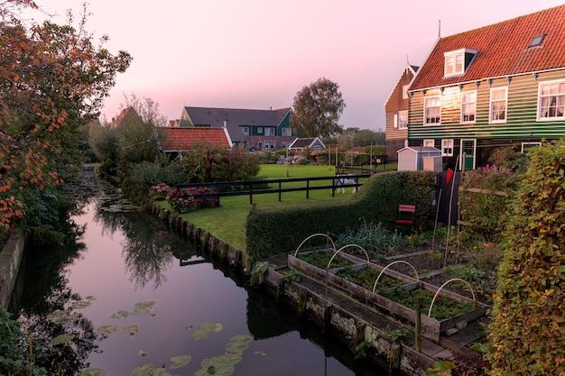 Typische häuser von marken, holland.
