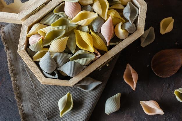 Typische italienische conchiglie-nudeln