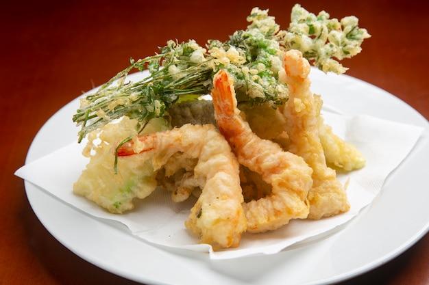 Typische japanische garnelen in tempura