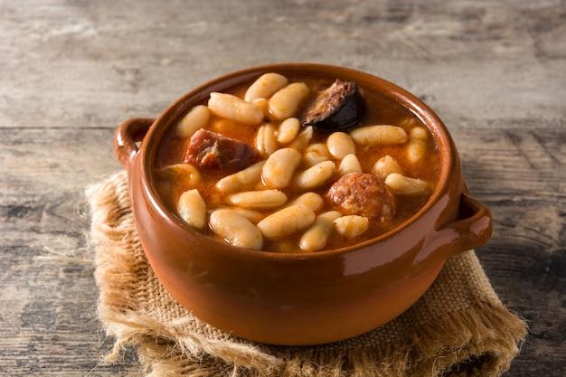 Typische spanische fabada asturiana