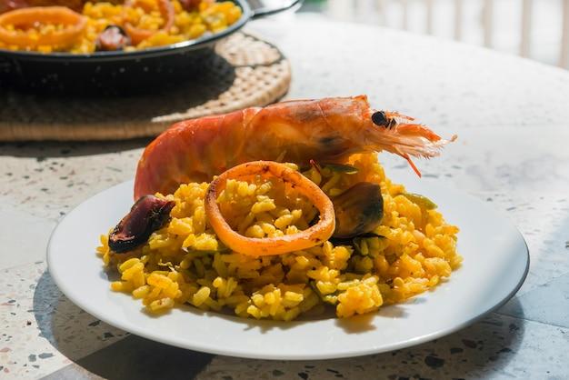 Typische spanische paella