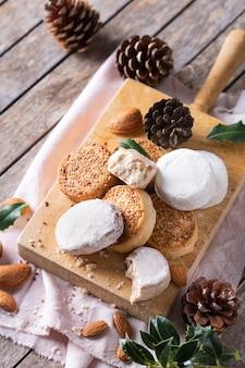 Typische spanische weihnachtssüßigkeiten shortbread mantecados und polvorones