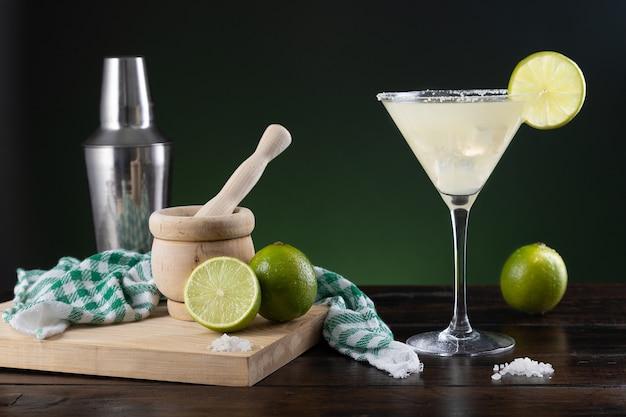 Typischer mexikanischer margarita-cocktail