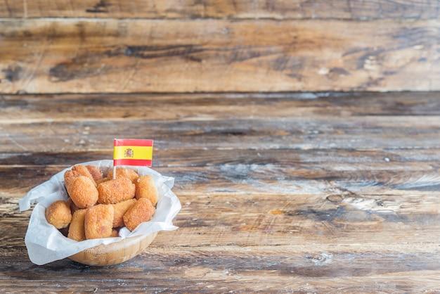 Typischer tapa der kroketten in spanien