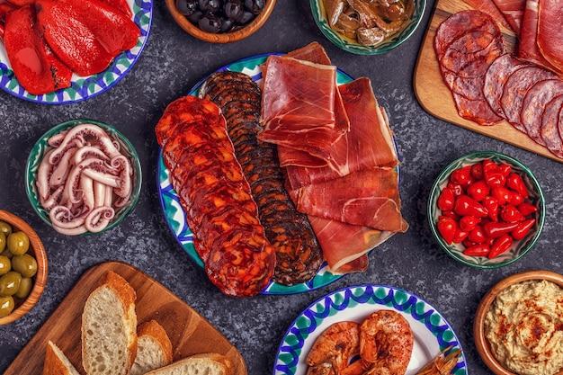 Typisches spanisches konzept von tapas-essen