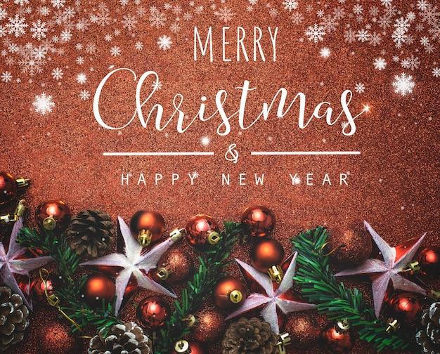 Typografisch für weihnachten und neujahr auf rot mit roter glitzerstruktur