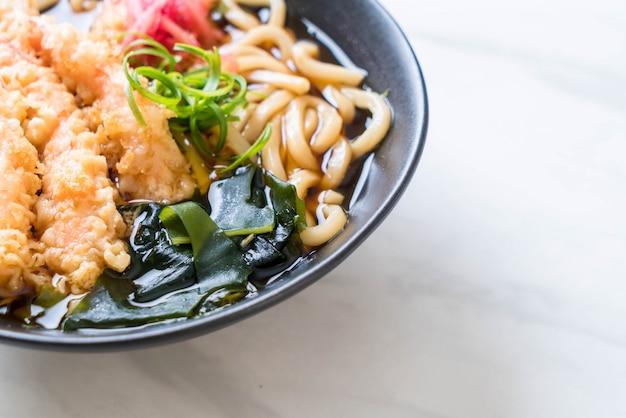 Udon ramen nudeln mit garnelen tempura