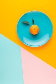 Über ansichtanordnung mit frucht auf einer platte