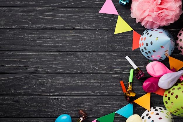 Über ansichtfeld mit partydekorationen