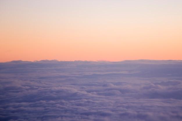 Über den wolken, wolkenlandschaft, wolken bei sonnenuntergang