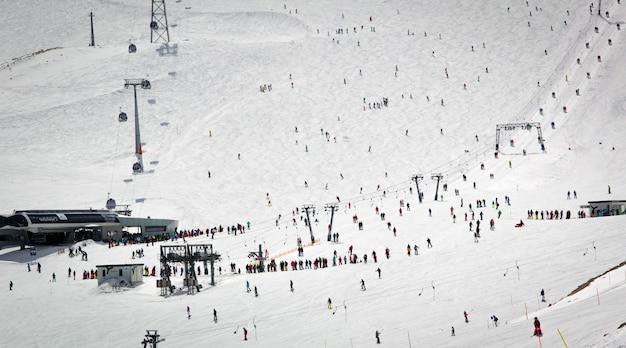 Überblick über das österreichische skigebiet in den alpen