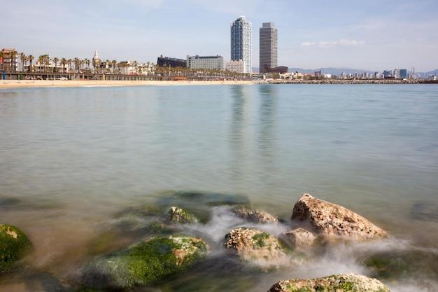 Überblick über die küste von barcelona