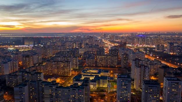 Überfüllte innenstadtgebäude in hong kong