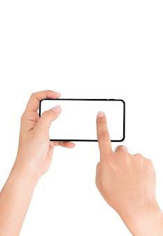 Übergeben sie das halten des mobiltelefons und des fingers, die auf weißem schirm sich berühren