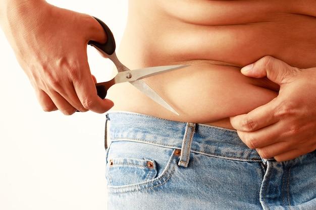 Übergewichtige männer haben überschüssiges fett