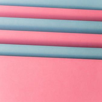 Überlagert von rosa und grauer papiertapete