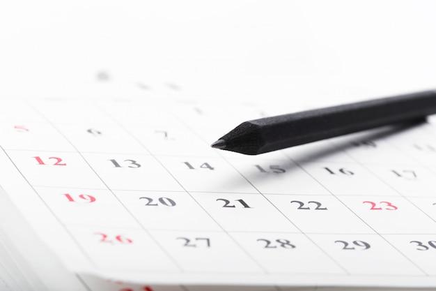 Überprüfen sie die daten in einem geschäftskalender