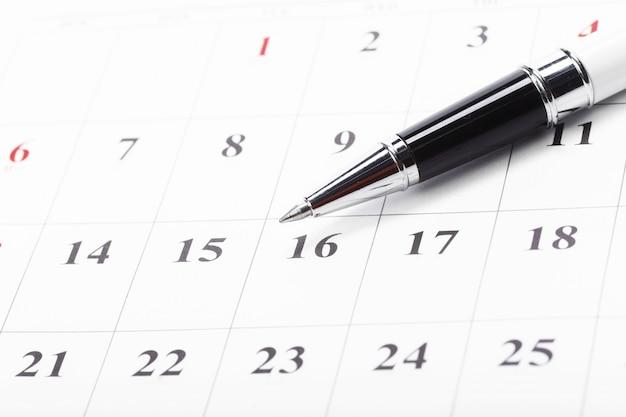 Überprüfen sie heraus die daten in einem geschäftskalenderkonzept