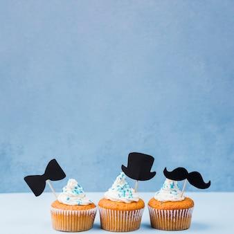 Überraschung für vatertag vorderansicht linie von cupcakes