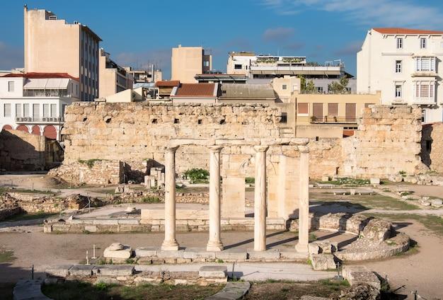 Überreste der hadriansbibliothek in athen