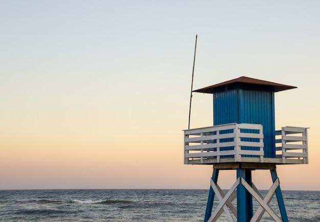 Überwachungshütte am strand