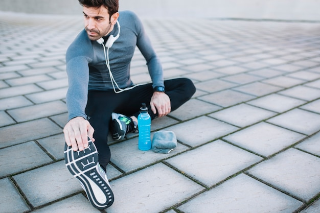 Überzeugtes athletentraining mischt in ausdehnung mit