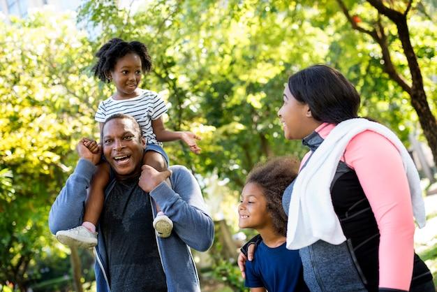 Übungsaktivität familie im freien vitalität gesund