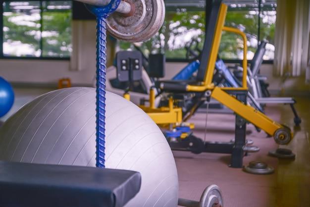 Übungsball in fitness, fitnessgeräten und fitnessbällen im sportverein.