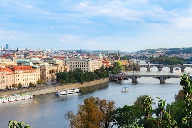 Ufer der moldau von oben, prag, tschechische republik