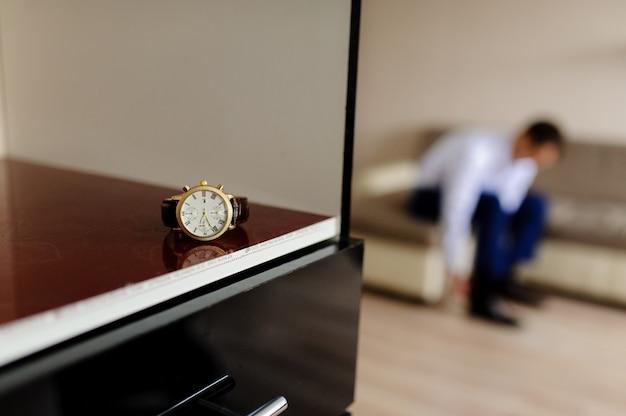 Uhren, ein mann rollt