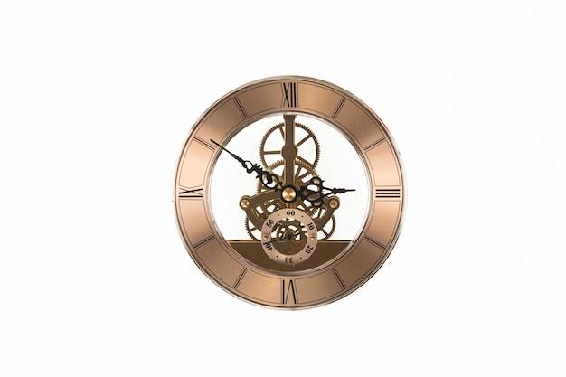 Uhrwerk vintage bronze uhr isoliert auf weißem hintergrund