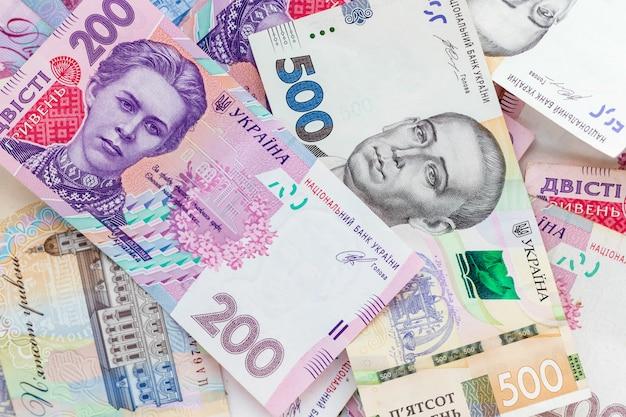 Ukrainisches geld, fünfhundert und zweihundert griwna