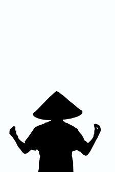 Umrissdarstellung eines sitzenden mannes mit dem rücken in zen-pose mit chinesischem kopfschmuck auf weißem beschneidungshintergrund