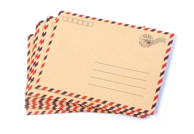 Umschlag braun-graues holz par avion retro vintage isoliert auf weißem hintergrund