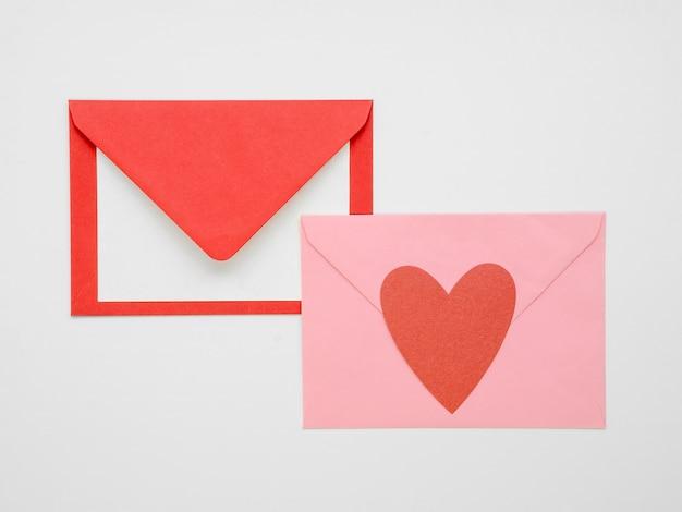 Umschlag mit draufsicht der herzen