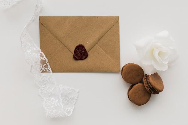 Umschlag mit makronen