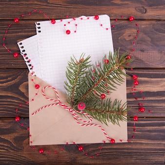 Umschlag und ein blatt papier, grüße