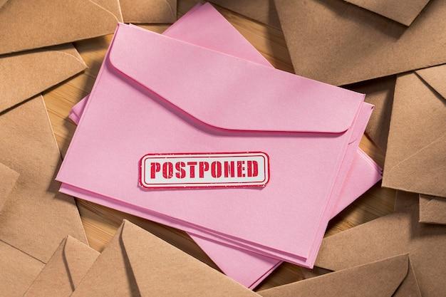 Umschlagpaket mit verschobener nachricht