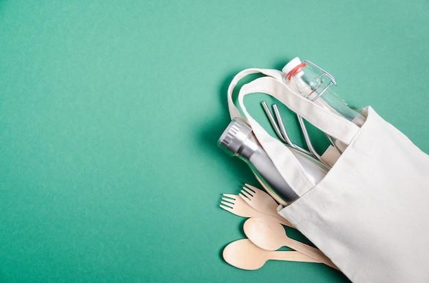 Umweltfreundliche einkaufstasche mit besteck