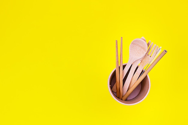 Umweltfreundliche einwegutensilien aus bambusholz