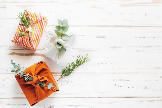 Umweltfreundliches wiederverwendbares stoffpaket furoshiki