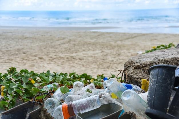 Umweltproblem der verschmutzung von plastikmüll im ozean
