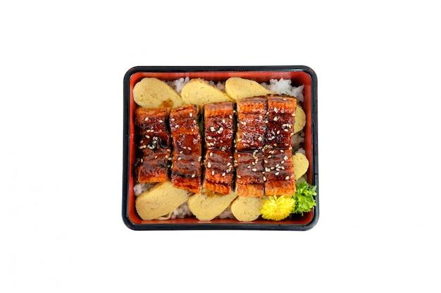 Unagi don oder japanische ell gegrillt mit kabayaki-sauce und tamago in bento