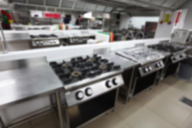 Undeutlicher hintergrund der küche mit dem kochen der ausrüstung, niemand nach innen.