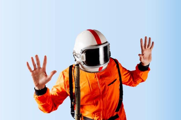 Unerkennbarer astronaut-mann