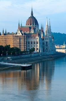 Ungarisches wahrzeichen, ansicht des budapester parlaments.