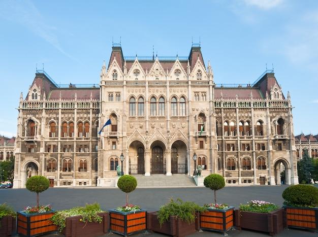 Ungarisches wahrzeichen, blick auf das budapester parlament