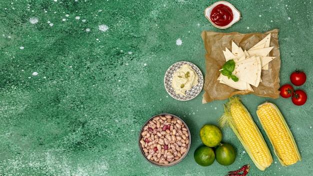 Ungekochte bunte zutaten für die mexikanische küche