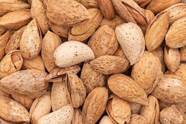 Ungeschälte mandeln nahaufnahme draufsicht organische rohe gesunde ernährung